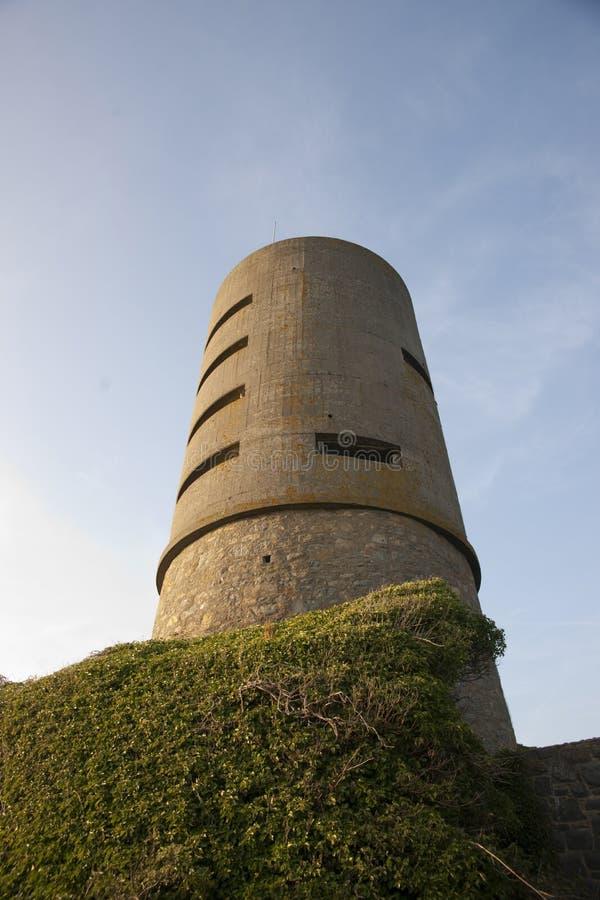 Martello wierza przy fortem Saumarez, u?ywa? Niemieckimi wojskami okupacyjnymi podczas wojny ?wiatowej 2 16th Lipiec - fort Sauma obraz stock