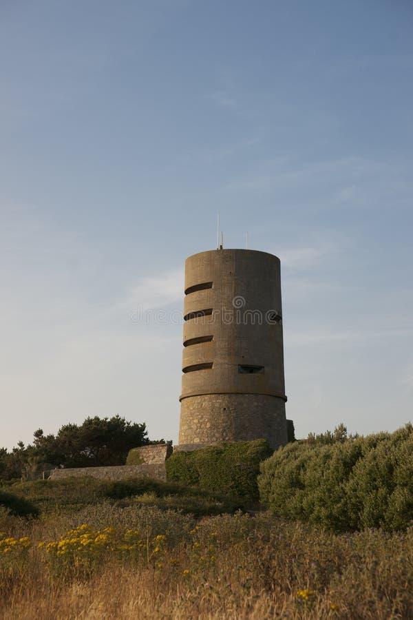 Martello wierza przy fortem Saumarez, u?ywa? Niemieckimi wojskami okupacyjnymi podczas wojny ?wiatowej 2 16th Lipiec - fort Sauma zdjęcia stock