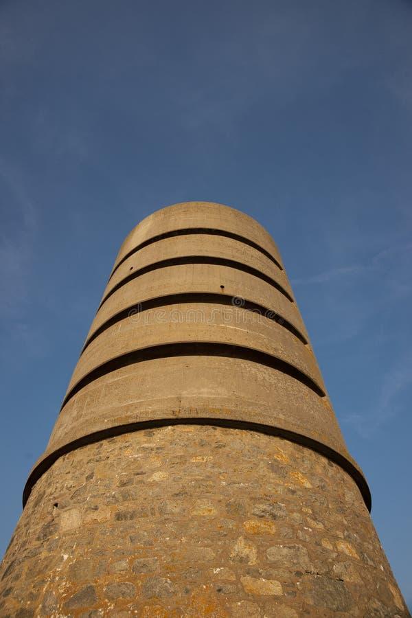 Martello wierza przy fortem Saumarez, u?ywa? Niemieckimi wojskami okupacyjnymi podczas wojny ?wiatowej 2 16th Lipiec - fort Sauma fotografia royalty free