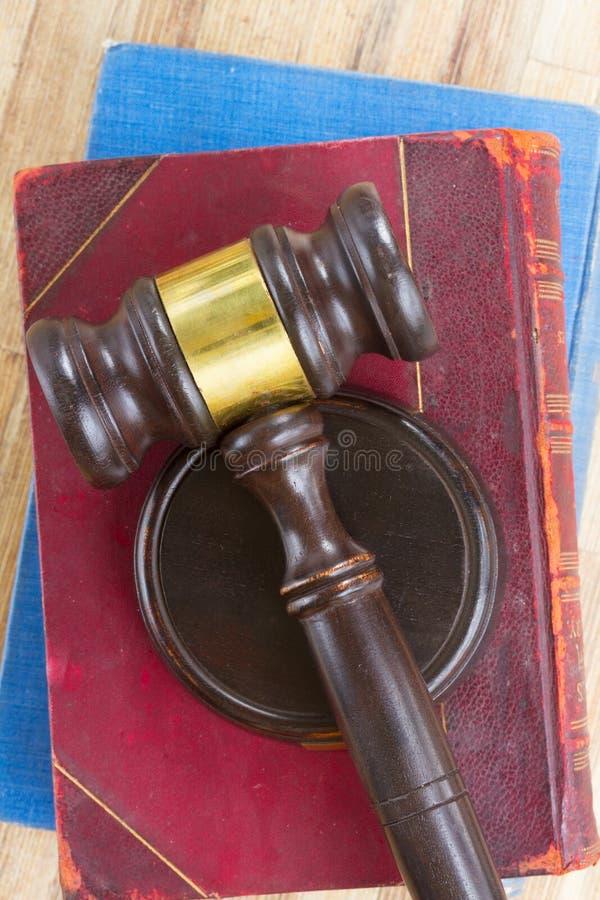 Martelo de madeira da lei fotografia de stock