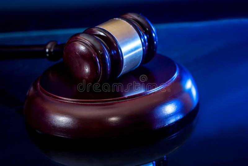 martelo de madeira do ` s do juiz fotografia de stock royalty free