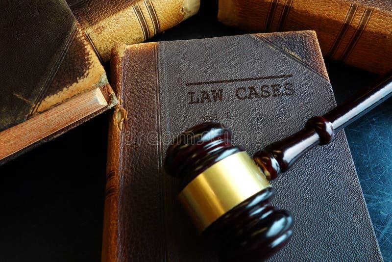 Martelo dos casos de lei imagem de stock royalty free