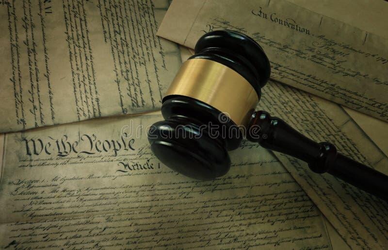 Martelo na constituição do ` s de América imagens de stock