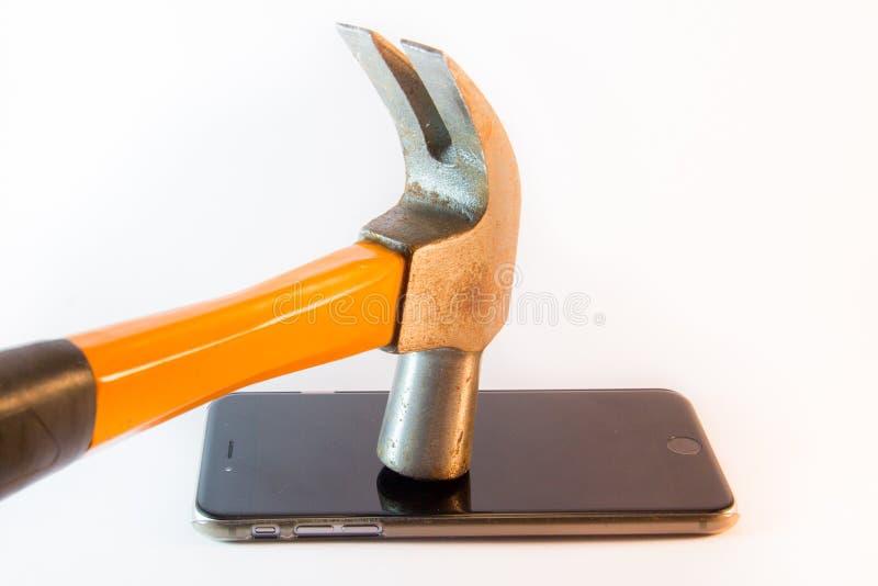 Martelo no telefone celular foto de stock