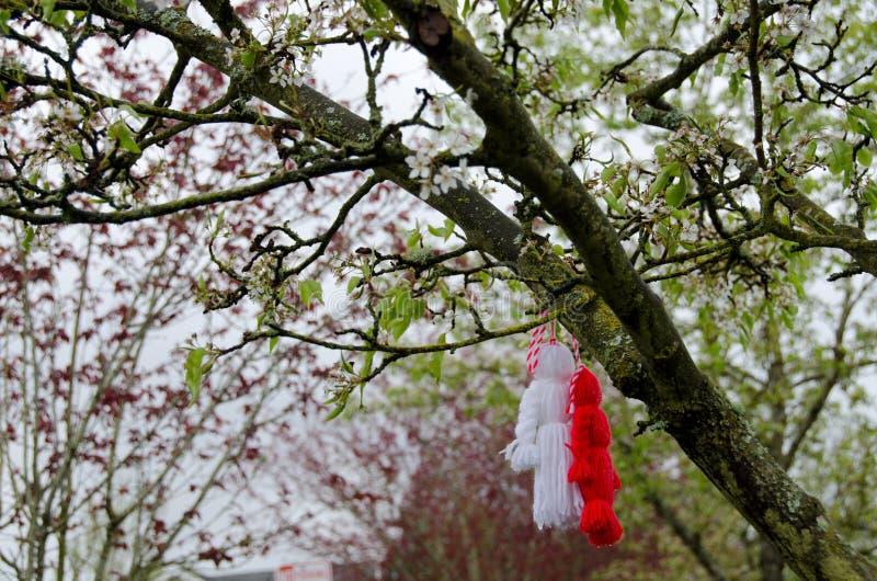 Martenitsa em uma árvore de cereja fotos de stock