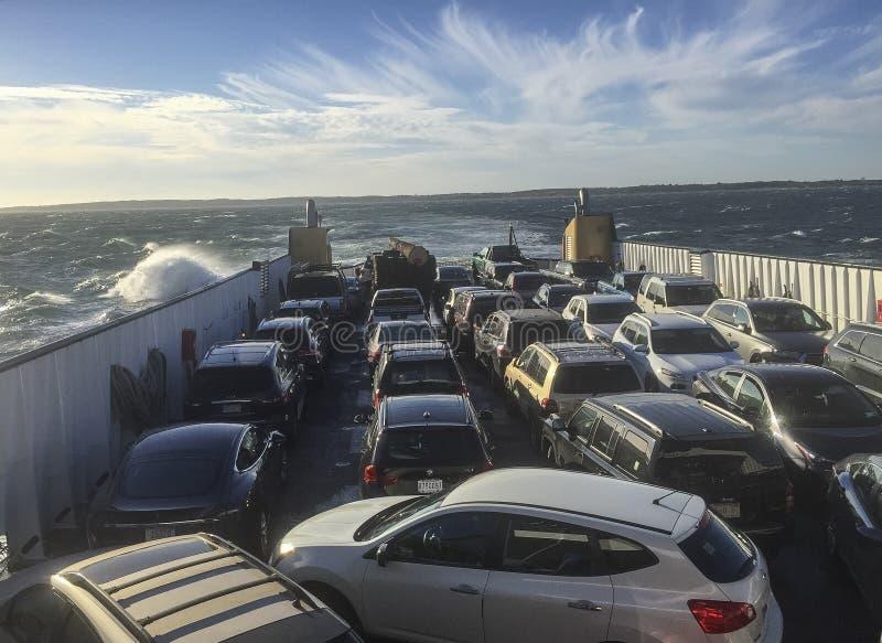 Martha's Vineyard, Massachusetts - 21. Oktober 2018 - Autofähre kreuzt Ozean, um Insel zu erreichen stockfotos
