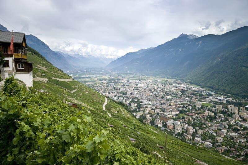 Martigny en el valle de Rhone fotografía de archivo