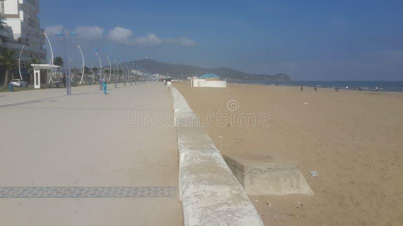 Martil del cornicione, spiaggia del martil, Marocco immagine stock