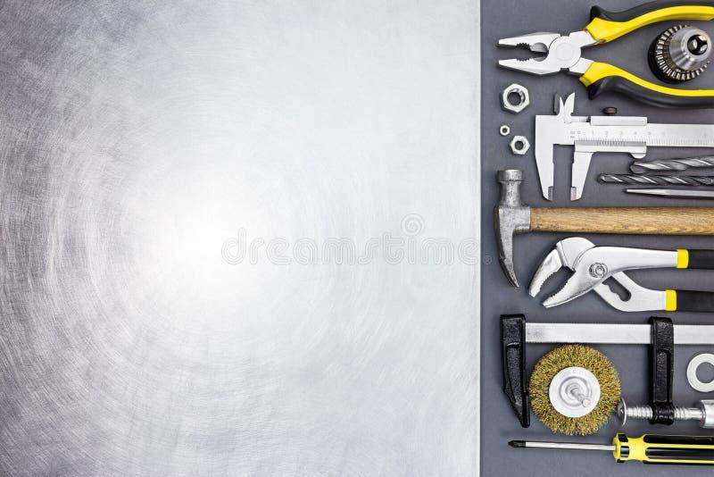 Martillo, calibrador del alicate, a vernier, abrazaderas y destornilladores con el sc foto de archivo