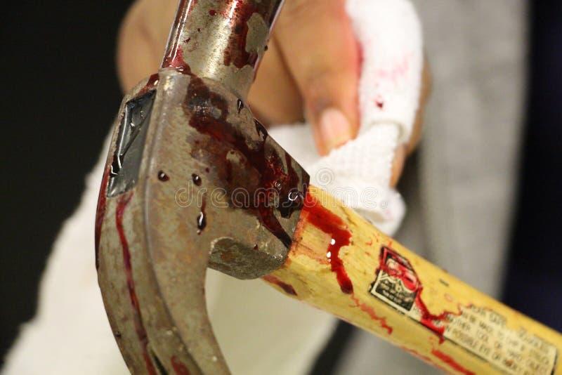 Martillo con sangre imágenes de archivo libres de regalías