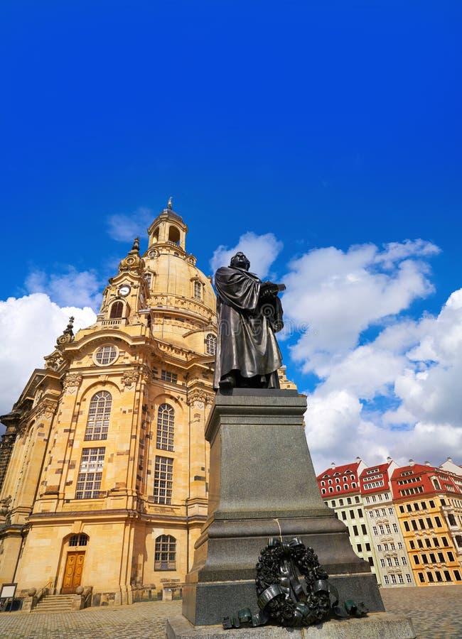 Martin Luther-gedenkteken en Frauenkirche Dresden royalty-vrije stock afbeeldingen