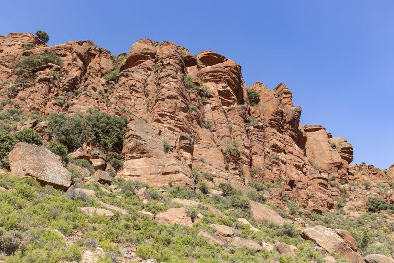 Martin rzeczny kulturalny park - escarpment czerwony piaskowiec obok Penarroyas zdjęcie royalty free