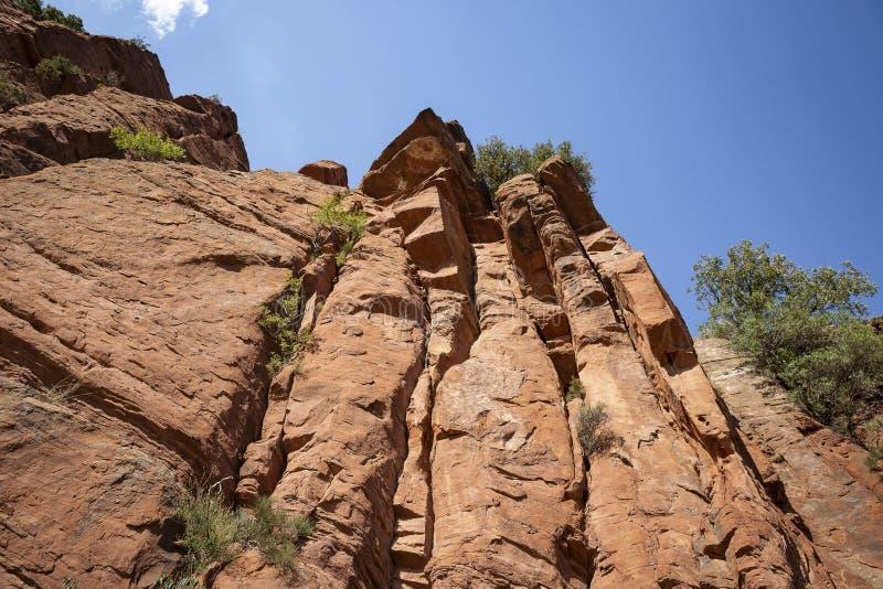Martin rzeczny kulturalny park - escarpment czerwony piaskowiec obok Penarroyas zdjęcia stock