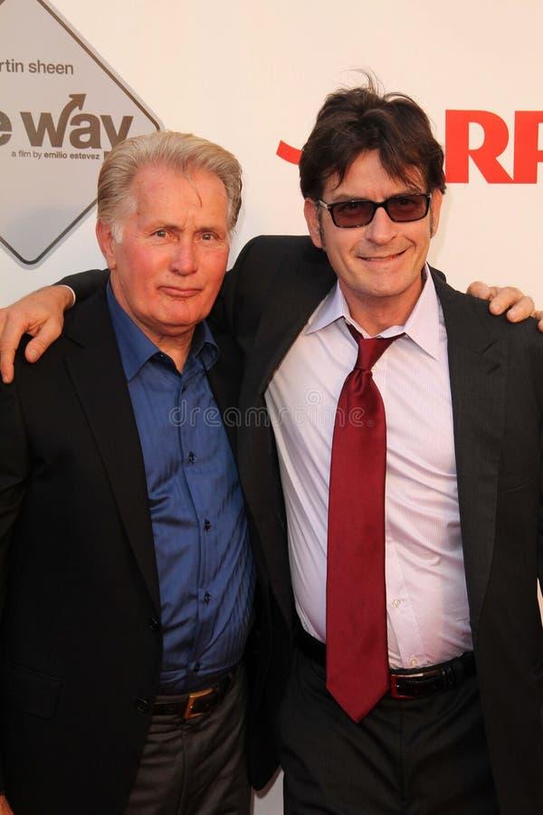 Charlie Sheen, Martin Sheen royaltyfri fotografi