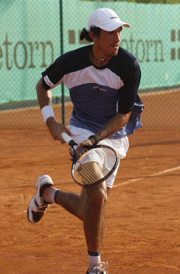 Martin Vassallo Arguello fonctionnant sur le court de tennis photos libres de droits