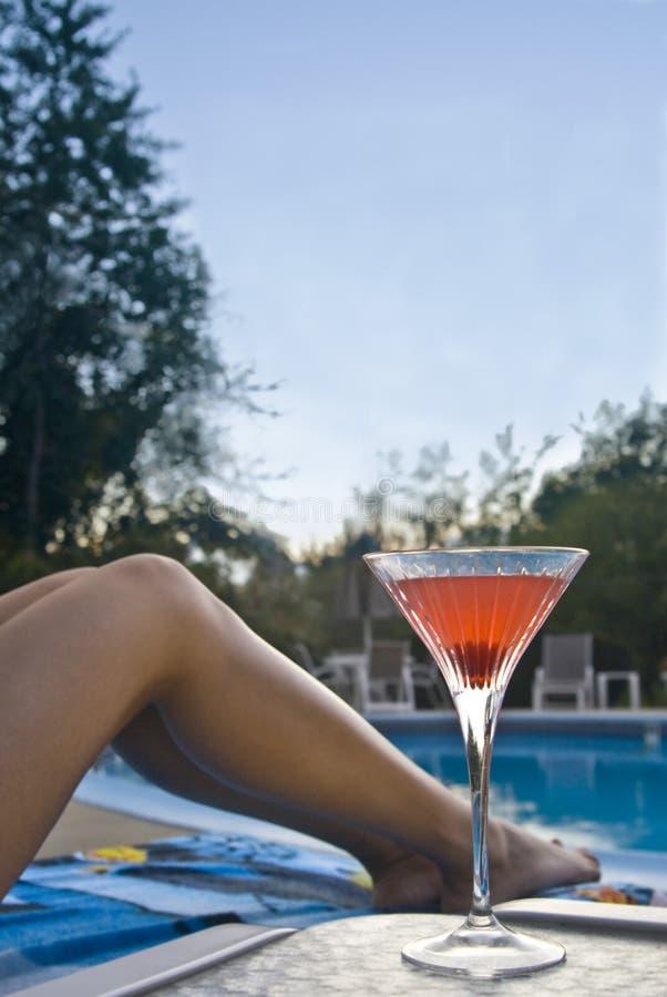 Martini bij de pool royalty-vrije stock afbeeldingen