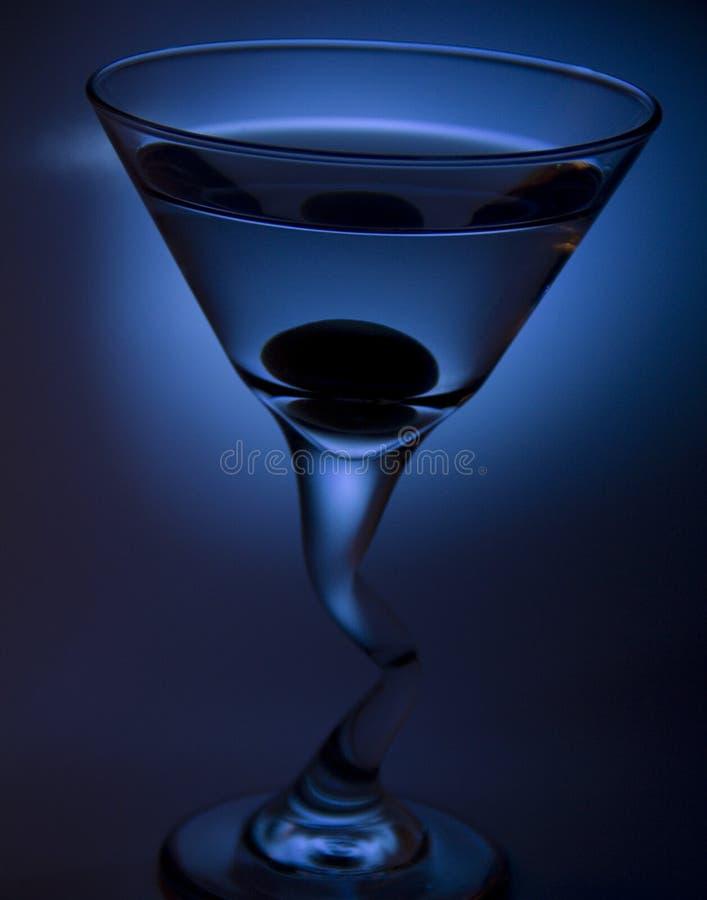 Martini com azeitona imagens de stock royalty free