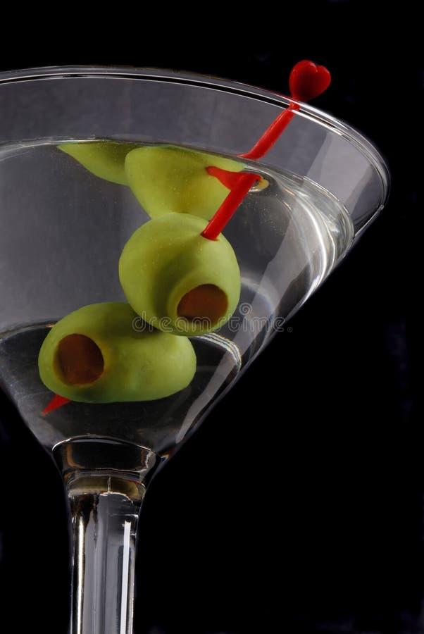 Martini con las aceitunas foto de archivo