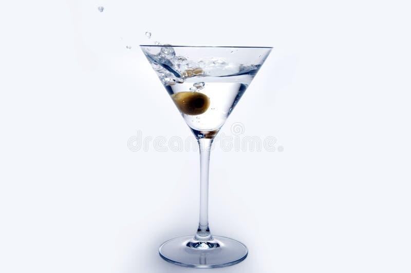 Martini mit Olive stockfotografie