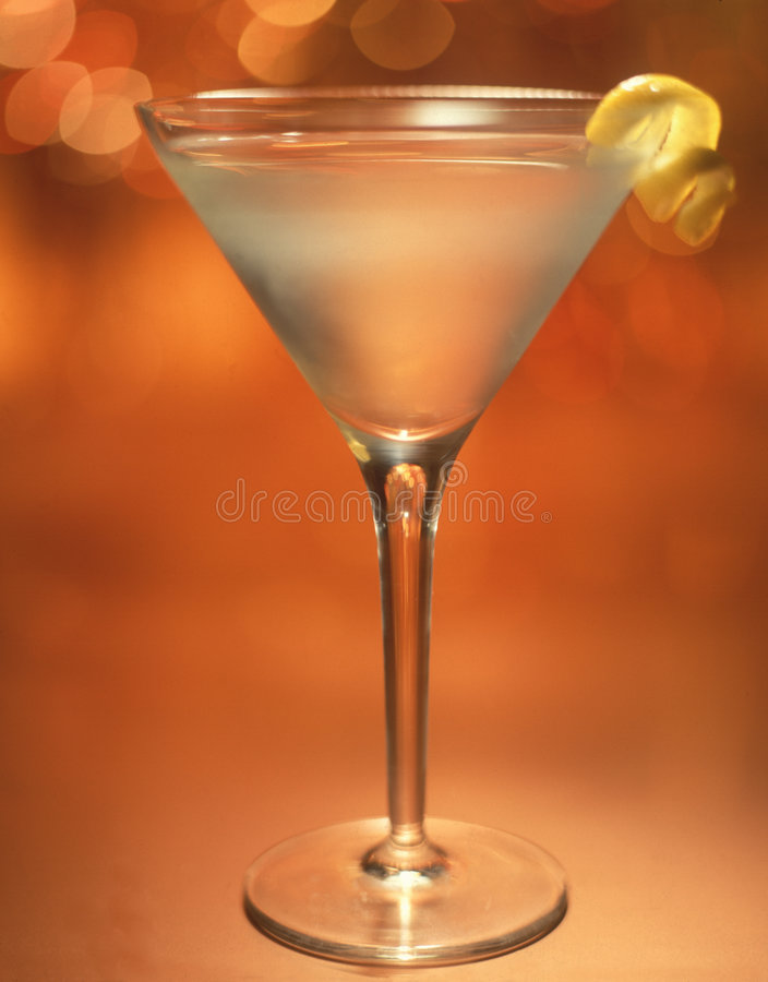 Martini mit Zitrone-Torsion lizenzfreies stockbild