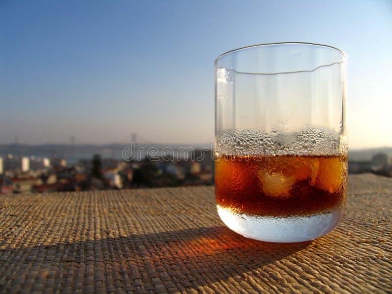 Martini sur la terrasse images stock