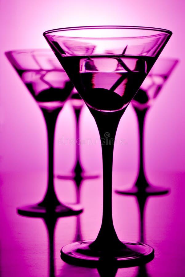 Martini sur le pourpre images stock