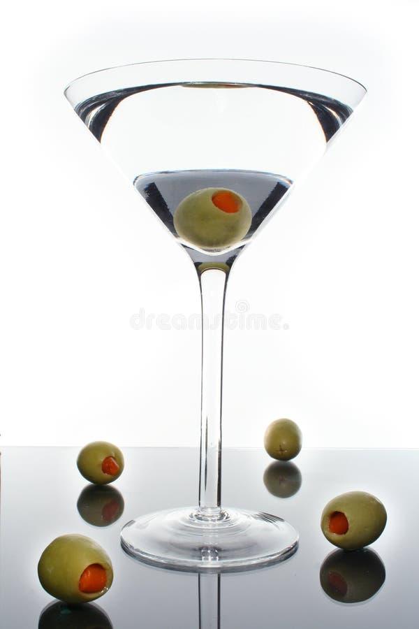 Martini y aceitunas fotografía de archivo libre de regalías