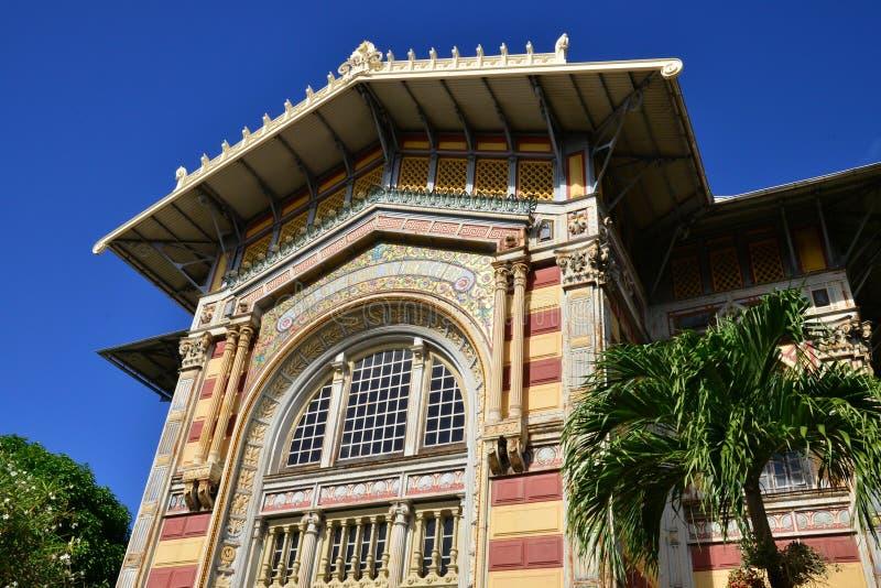 Martinique, schilderachtige Schoelcher-bibliotheek van Fort de France binnen stock afbeeldingen