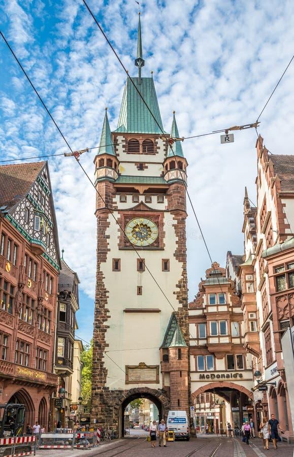 Martinstor - altes Tor zu Freiburg-Stadt lizenzfreie stockfotografie