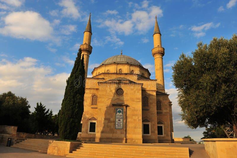 Martyrs la mosquée sur le coucher du soleil, Bakou image stock