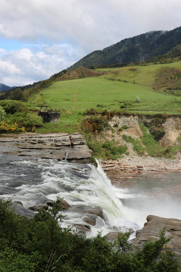 Maruia tombe sur la rivière de Maruia en secteur NZ de Tasman photo libre de droits