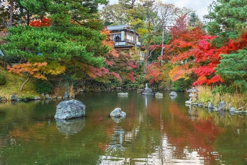 Maruyama Koen (Maruyama-Park) in de herfst, in Kyoto royalty-vrije stock afbeelding