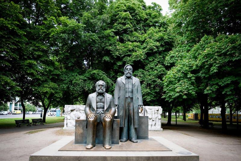 Marx Engels Forum i det centrala Mitte området av Berlin royaltyfri foto