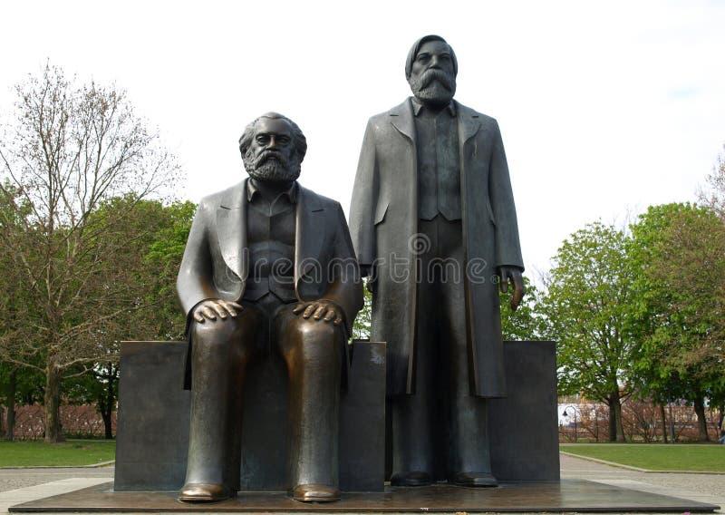 Marx-Engels Forumstatue lizenzfreies stockbild