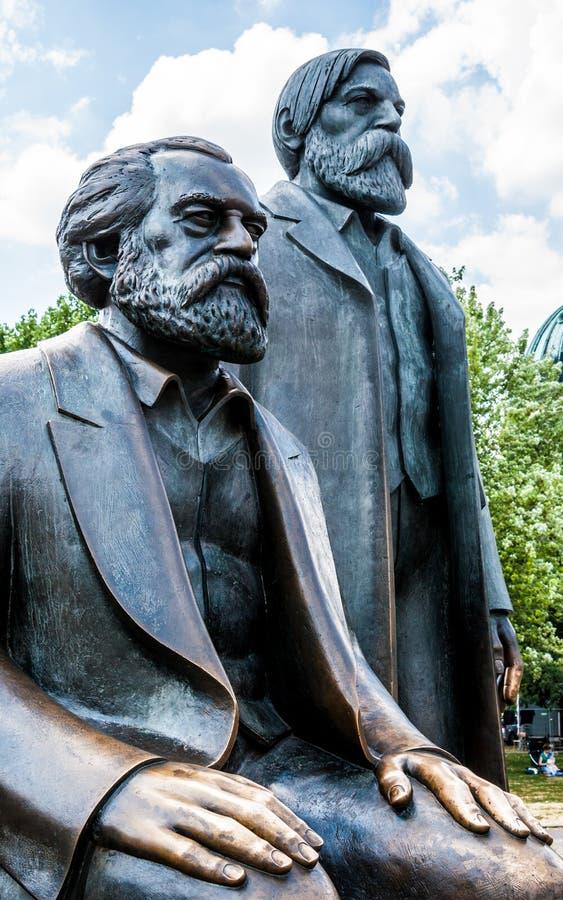 Marx und Engels stockfotos