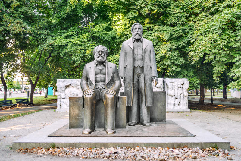 Marx- und Engels-Statuen lizenzfreie stockfotografie
