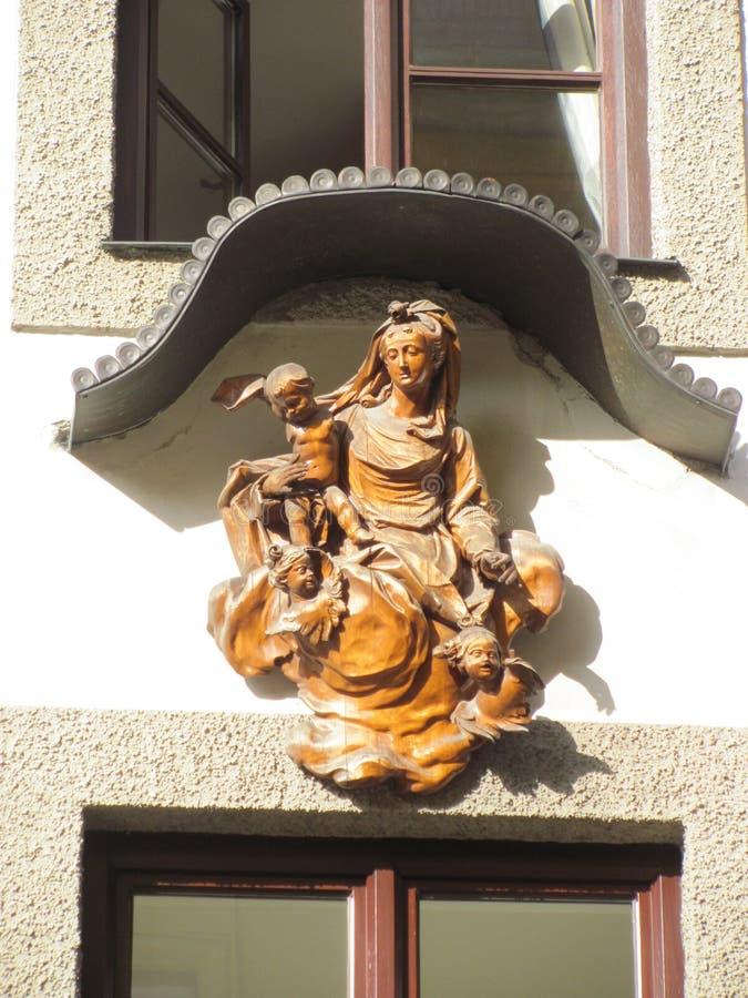Mary с Иисусом и херувимами стоковые фотографии rf