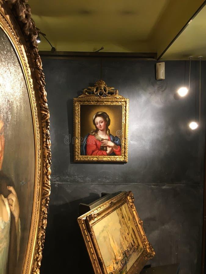 Mary in Art Gallery stockfotos