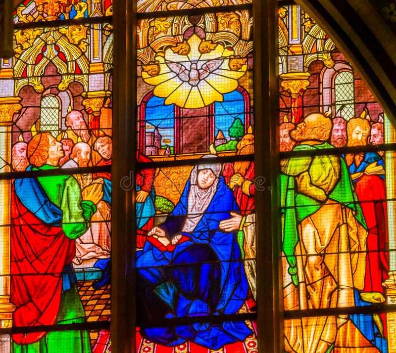 Mary Holy Spirit Stained Glass alle Heilig-Schloss-Kirche Schlossk lizenzfreie stockfotografie