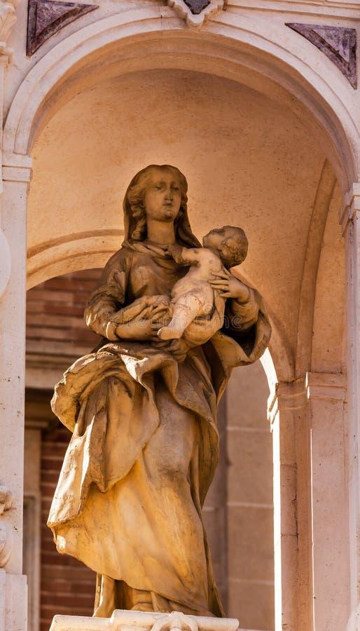 Mary Jesus Statue Outside Seville Cathedral Spagna fotografia stock