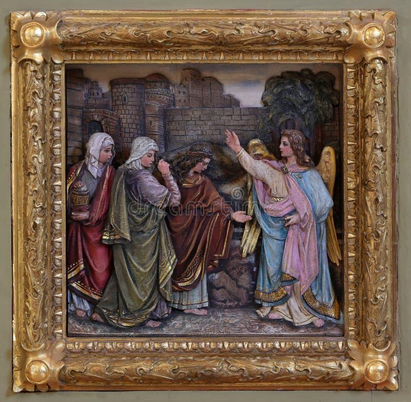 Mary Magdalene и женщины на пустой усыпальнице Иисуса на день воскресения стоковые изображения rf