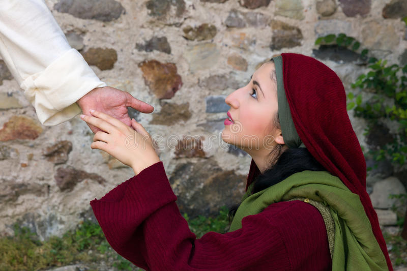 Mary Magdalene ziet Jesus op Pasen-ochtend stock foto's
