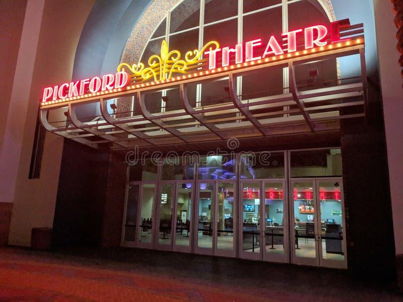 Mary Pickford är D & x27; Förlägga neontecken på natten arkivfoto