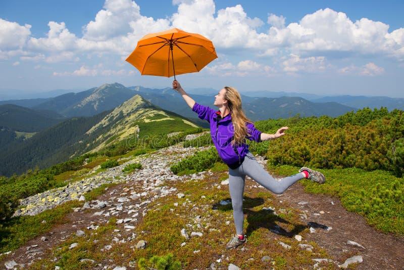 Mary Poppins in de bergen stock afbeelding