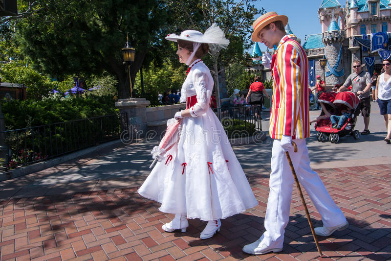 Mary Poppins- und Bert-Charaktere bei Disneyland, Kalifornien lizenzfreie stockbilder