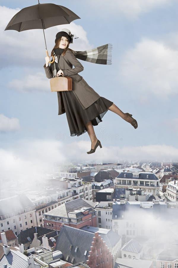 Mary Poppins-vliegen over de stad royalty-vrije stock afbeelding
