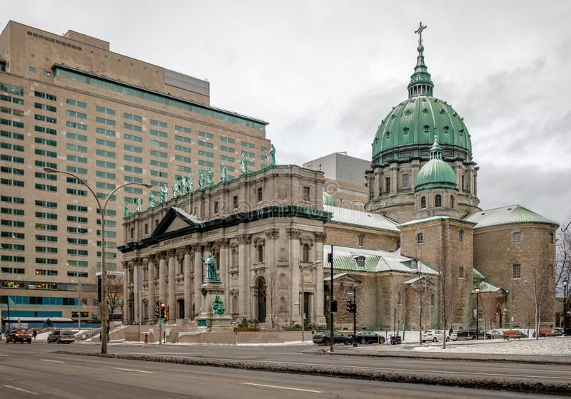 Mary Queen av världsdomkyrkan på snö - Montreal, Quebec, Kanada arkivbilder