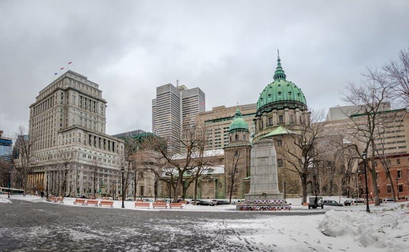 Mary Queen da catedral do mundo na neve - Montreal, Quebeque, Canadá fotos de stock royalty free