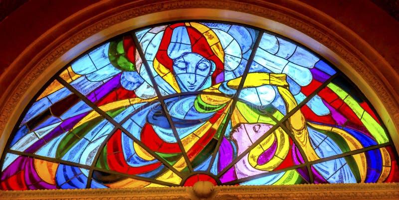 Mary Stained Glass Basilica van Dame van Rozentuin Fatima Portugal stock afbeeldingen