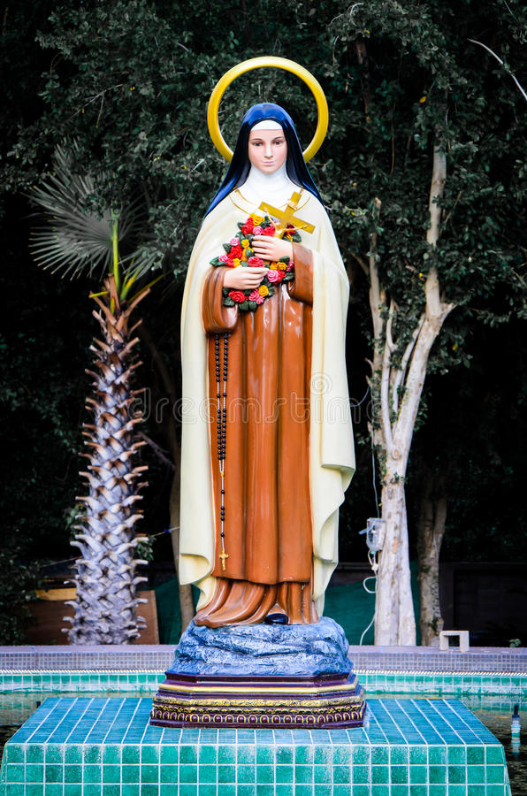 Download Mary statue standing. stock image. Image of christ, virgin - 33699633
